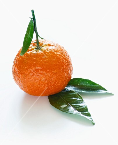 A mandarin with leaves (no background)