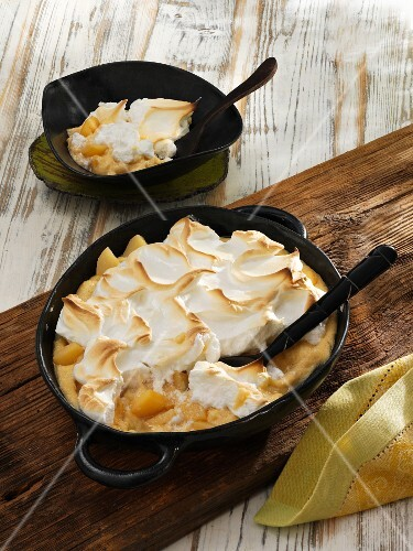 Quince and semolina pudding with meringue topping
