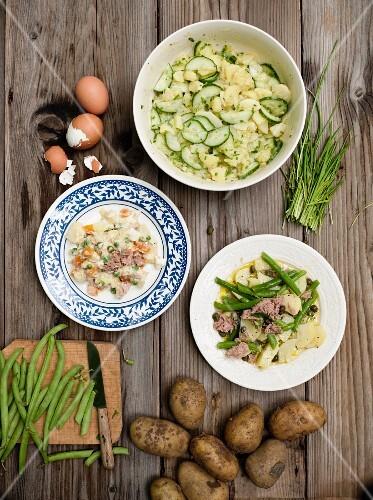 Drei verschiedene Kartoffelsalate