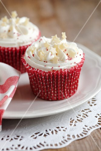 Cupcakes topped with vanilla cream icing and white chocolate stars