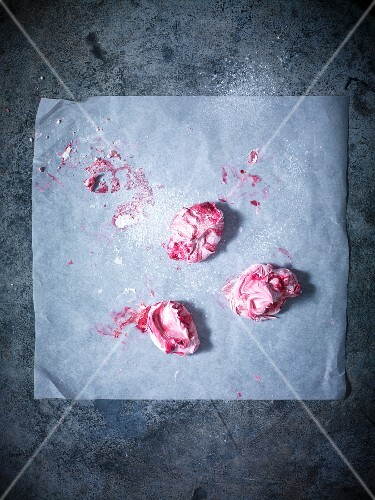 Meringue bites on baking paper (view from above)