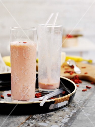 A banana shake with goji berries