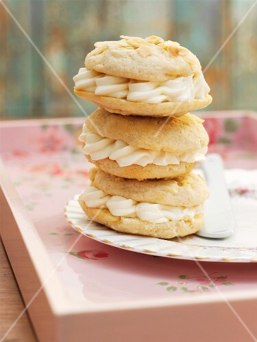 Whoopie Pies with almonds