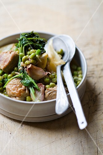Tagine with veal, peas and garlic