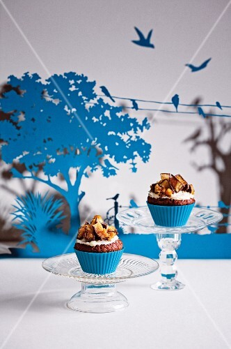 Gingerbread cupcakes with honeycomb