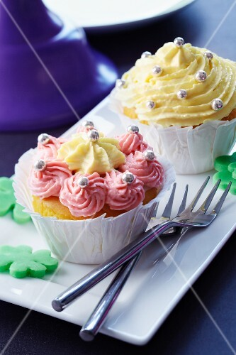Cupcakes decorated with cream and sugar pearls