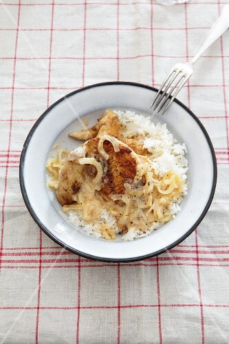 Chicken breast with onions and rice