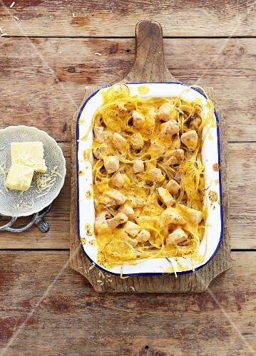 Pasta bake with chicken and cheese