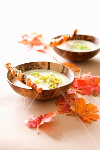 Cauliflower soup with grissini