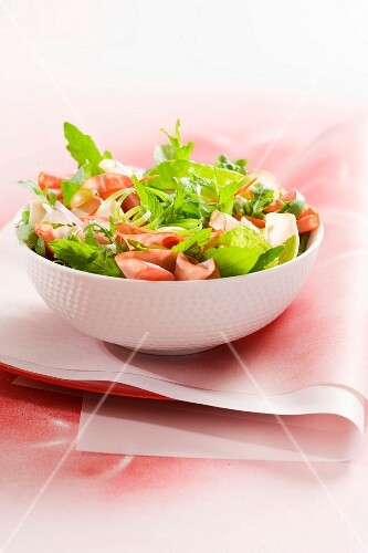 Mixed leaf salad with pastrami