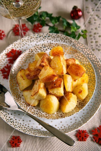Crispy roast potatoes for Christmas dinner