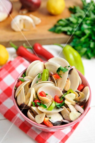 Shellfish with chilli, garlic and parsley