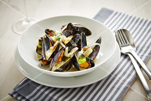 Mussels in white wine and garlic sauce