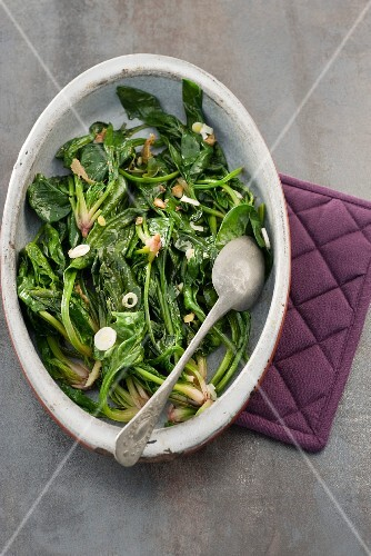 Cooked spinach with ginger and garlic
