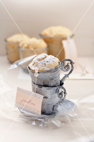Piccoli panettone (mini yeast-raised cake with almonds and fruit)