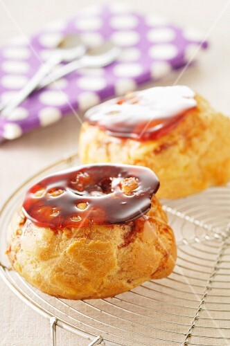 Profiteroles with caramel