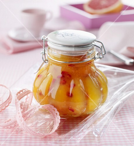 Cold-stirred fruit spread made from exotic fruits