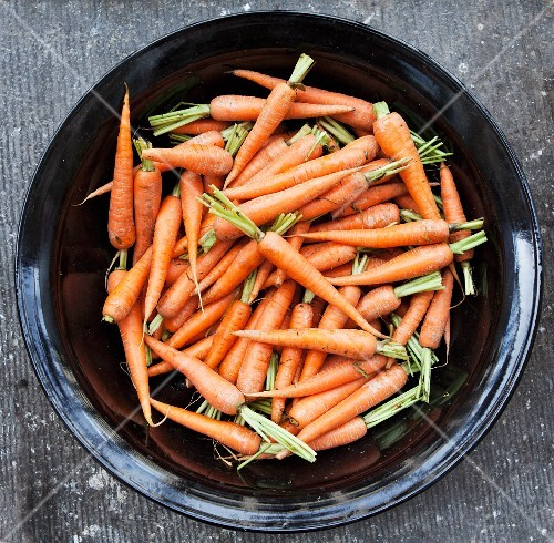 Carrots in a black bowl