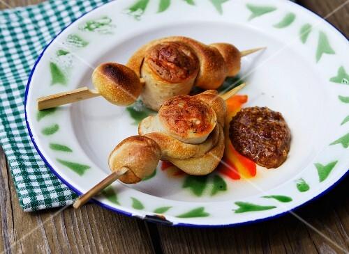 Barbecued sausage kebab with mustard (Bavaria)