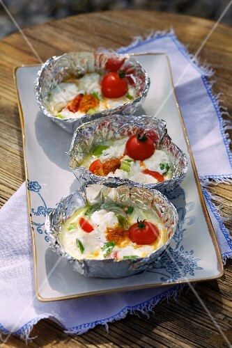 Barbecued feta parcels with tomatoes (Greece)