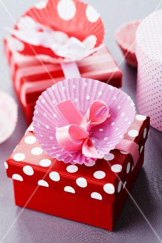 Paper cake case decorating gift box