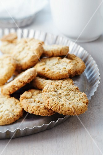 Oat biscuits in tart tin used as plate