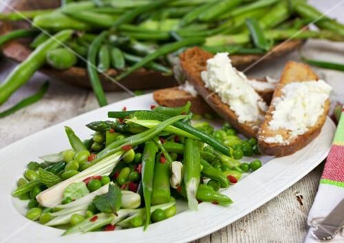 Bean and asparagus salad with peas