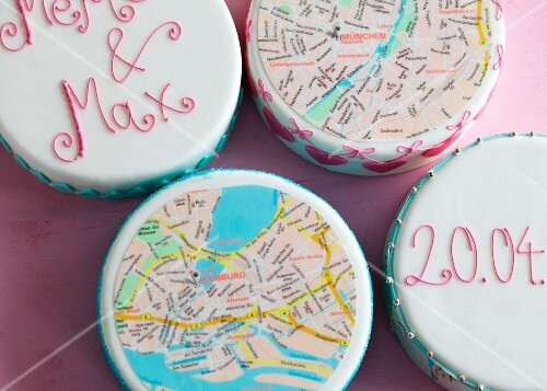 Wedding cakes topped with city maps of Munich and Hamburg