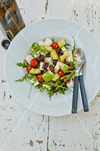 Avocado salad with tomatoes and feta