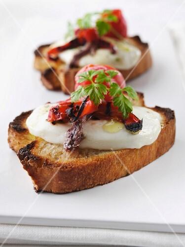 Crostini con le acciughe (toasted slices of bread with mozzarella and anchovies)