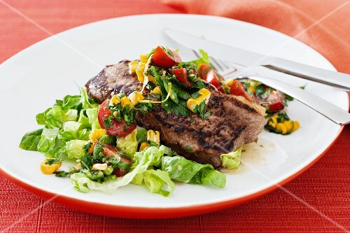 Sirloin steak with salad and salsa