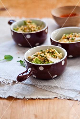 Crumble the Roman cabbage, Jerusalem artichokes and quinoa flakes
