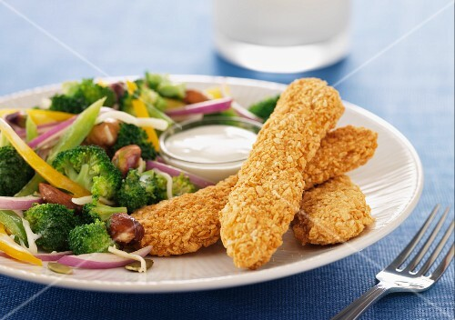 Crispy chicken goujons with a broccoli side dish