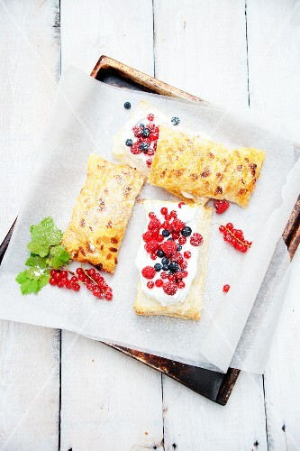 Puff pastry slices with meringue and berries