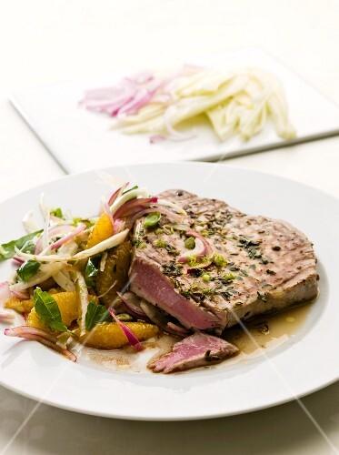 Tuna with orange and fennel salad