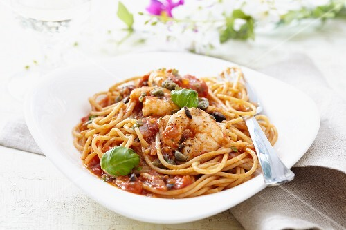 Spaghetti with king prawns and tomato sauce