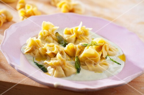 Fiocchi (filled dumplings) with Gorgonzola and pear filling on a herb sauce