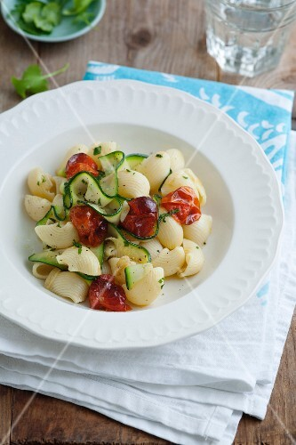 Pasta with courgette and tomatoes