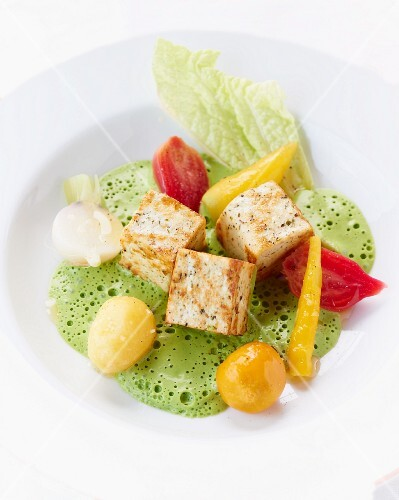 Tofu with herb sauce and vegetables