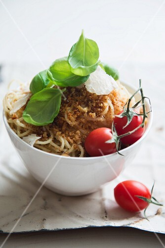 Spaghetti with buttery breadcrumbs