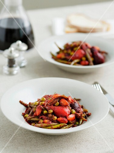 Salad of braised beetroot, peas and beans