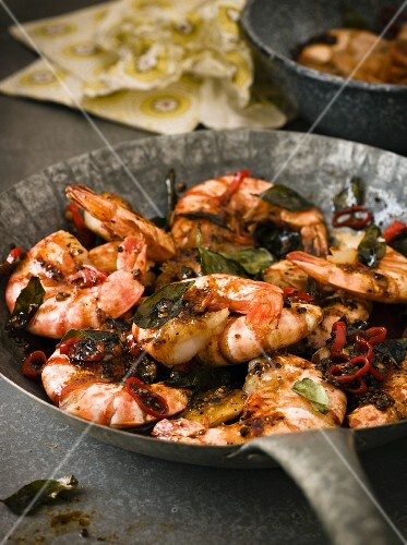 King prawns with black pepper, olives and sliced chillies