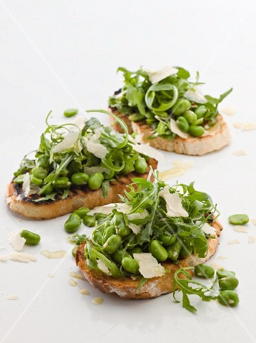 Bruschetta with broad beans, rocket and parmesan