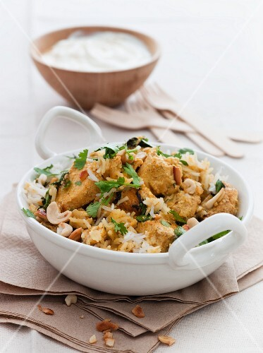 Chicken curry with rice and nuts