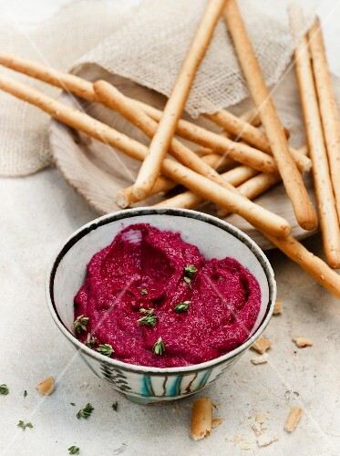 Beetroot dip with goat's cheese, thyme and grissini