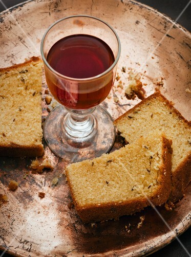 Fennel cake and a glass of wine