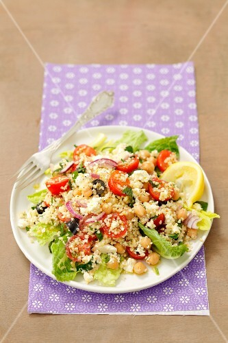 Bulgur salad with chickpeas, cherry tomatoes, onion and feta