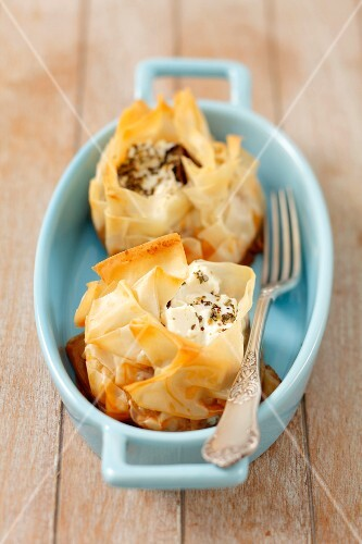 Filo pastry with moussaka and feta
