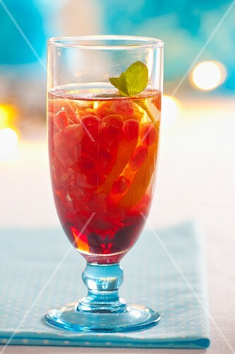 Pomegranate iced tea with lemon and mint