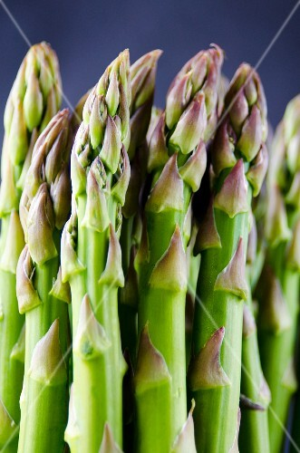 Stalks of green asparagus (close-up)